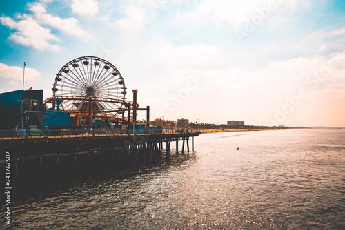 Zdjęcie XXL Los Angeles, USA. 15 stycznia 2019. Piękny widok na molo w Santa Monica i park rozrywki w pobliżu plaży w Wenecji. Piękna kalifornijska pogoda.