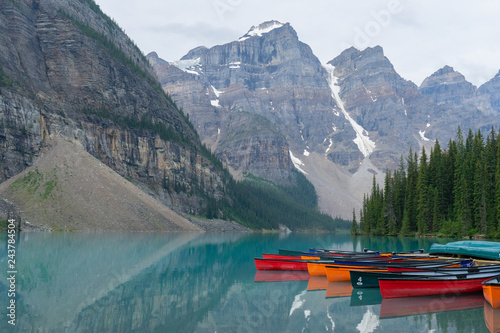Fotobehang Canada Kayaks rest on the shores of a rugged mountain lake