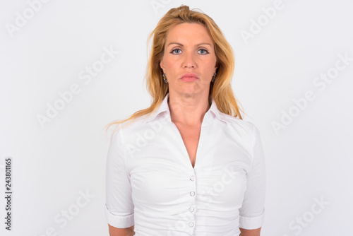 Photographie  Portrait of mature businesswoman against white background