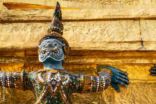Fotografía  Thai antique sculpture, giant sculpture from Ramayana epic poem at Wat Phra Keaw