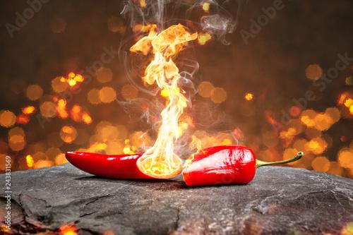 Deurstickers Kruiderij Feurig scharfe Chilischote mit Flamme