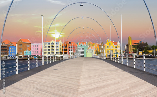 Foto auf AluDibond Karibik Floating pantoon bridge in Willemstad, Curacao, evening time