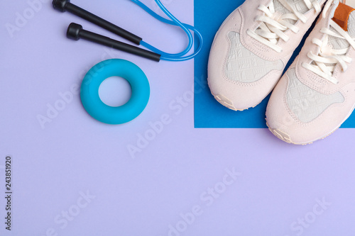 Fotografia  Fitness Gym equipment on color background