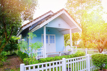 Little House Garden / Blue Hou...