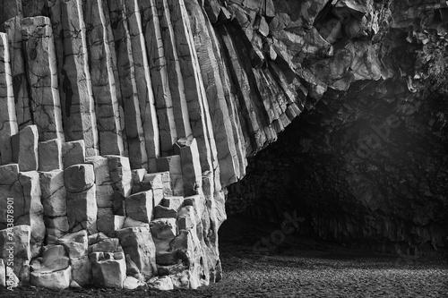 Plakat Burzliwe formacje skalne na plaży