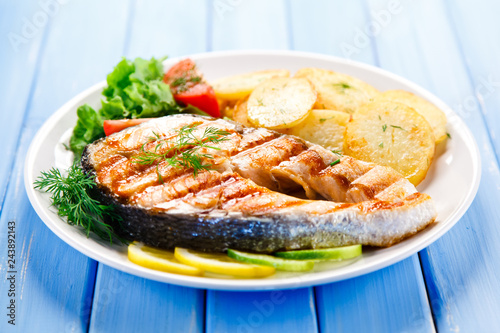 Grilled salmon with potatoes