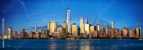Deurstickers Amerikaanse Plekken New York City Manhattan skyline panorama with urban skyscrapers at dusk