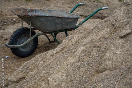 Fotografía  Wheelbarrow for construction in site building area.