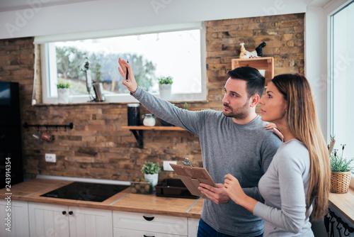 Fényképezés  Couple talking about home renovation