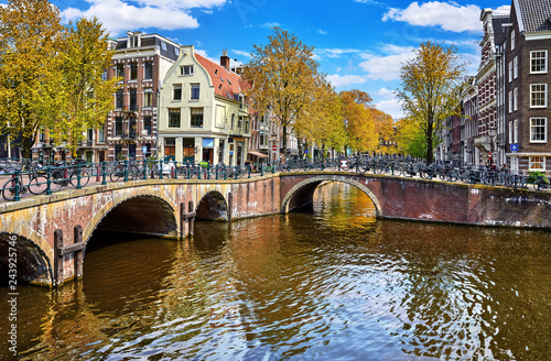 Photo  Bridges on the channel in Amsterdam, Netherlands. Traditional