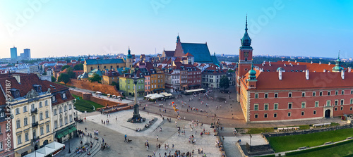 Photo Stands Eastern Europe Warsaw, Poland - August 11, 2017: Beautiful aerial panoramic view of Plac Zamkowy square in Warsaw, with historic building, including Sigismund III Vasa Column, and people at summer sunset, Warsaw, Po