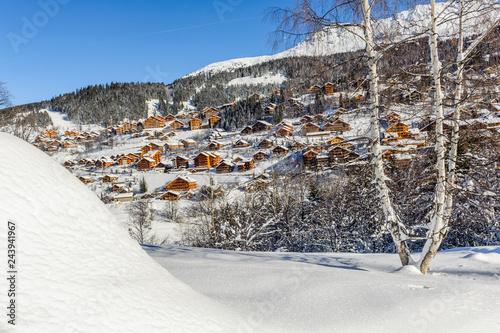 France, Savoie, : Meribel, ses chalets, ses montagnes, sa neige.
