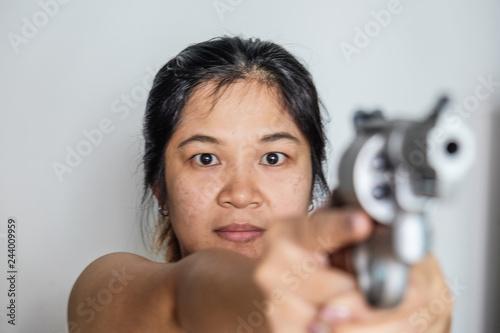 Photo  Women shooting target with .357 .44 magnum revolver gun