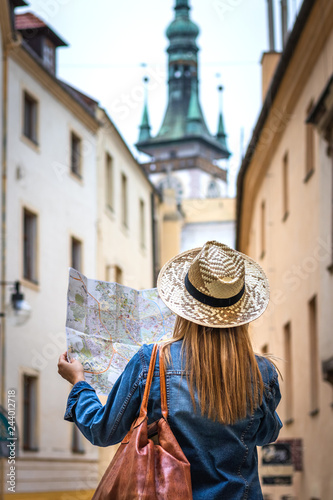 Fotografia  Woman tourist with map on the street. Tourism in Europe.