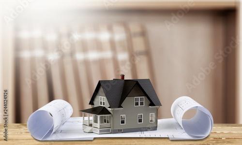Zdjęcie XXL Klasyczny domu model na projekcie na białym tle