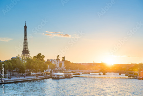 Photo sur Toile Europe Centrale Beautiful sunset with Eiffel Tower and Seine river in Paris, France