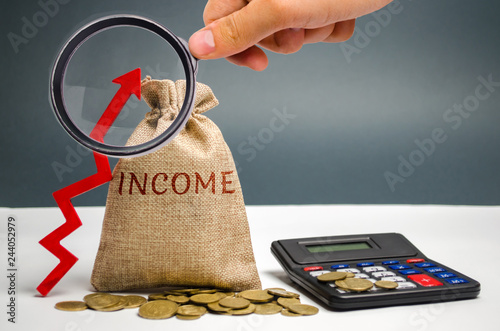 Fotografía  Money bag with the word Income and an up arrow