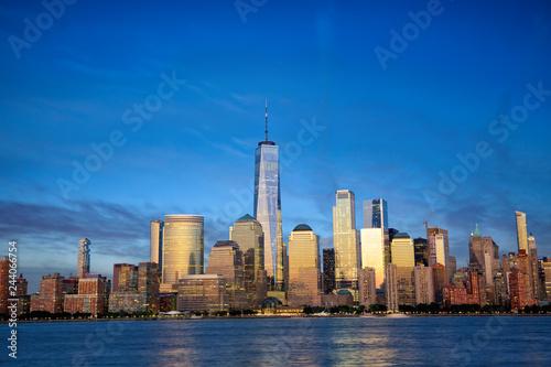 Keuken foto achterwand Amerikaanse Plekken New York City Manhattan skyline with modern skyscrapers at dusk
