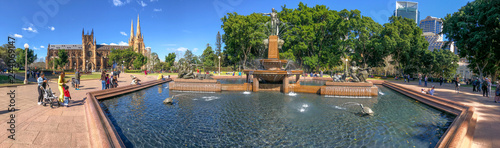 fototapeta na drzwi i meble SYDNEY, AUSTRALIA - AUGUST 19, 2018: Locals and tourists enjoy Archibald Fountain in Hyde Park. This is a major destination in Sydney