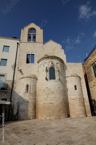 Fototapeta Trani (Puglie); l'abside della chiesa romanica di Ognissanti