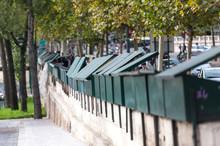 Les Bouquinistes Sur Les Quai De La Seine à Paris