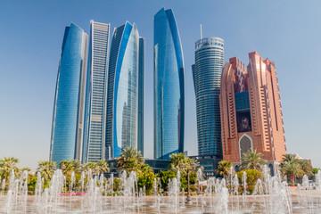 Pogled na nebodere u Abu Dhabiju, UAE