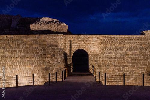 Photo Gate of Bahrain Fort (Qalat al-Bahrain) in Bahrain