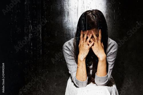 Fotografering  悲しむ女性