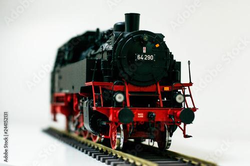 Obraz Nahaufnahme von Modell Eisenbahn kleine Dampflock - fototapety do salonu
