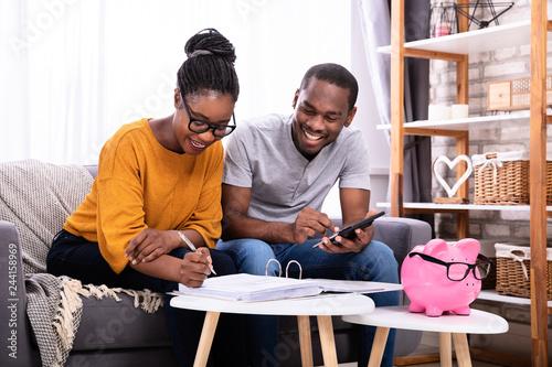 Pinturas sobre lienzo  Couple Calculating Invoice