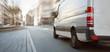 canvas print picture - Transporter fährt in der Stadt als Panorama