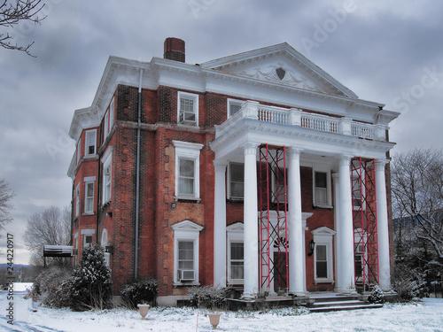 Foto  Old mansion being restored