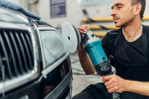 Obraz Detailing of car headlight on car-wash service - fototapety do salonu