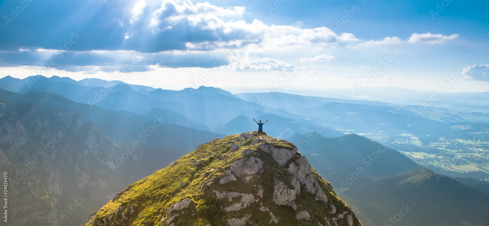 Fototapety, obrazy: man on the top of a rock meeting sun