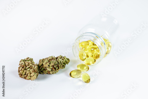 Fényképezés Öl Kapseln aus medizinischem Cannabis