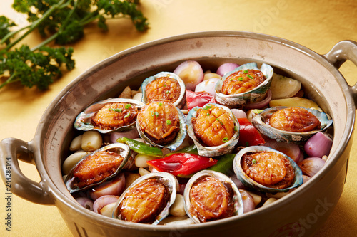 Canvas Print Delicious Chinese cuisine, abalone pot