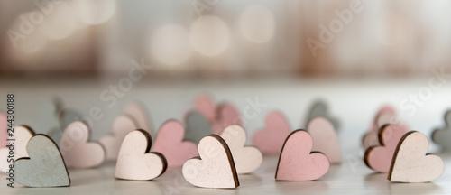 Banner für Valentinstag, Verlobung, Hochzeit, Muttertag, mit kleinen Holzherzen Tablou Canvas