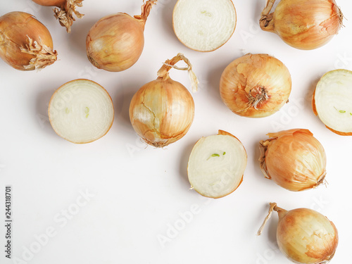Foto auf AluDibond Aromastoffe Onion seamless pattern isolated on white with clipping path. Top view or flat-lay. Copy space.