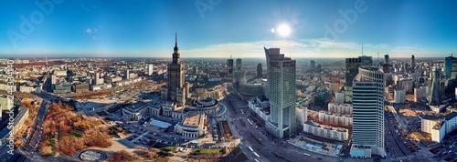 warszawa-polska-20-listopada-2018-piekny-panoramiczny-widok-z-lotu-ptaka-drone-na-centrum-warszawy-i-palacu-kultury-i-nauki-znaczacy