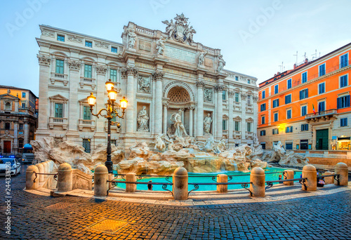 Photo sur Toile Europe Centrale Trevi Fountain in the morning light in Rome, Italy. Trevi is most famous fountain of Rome. Architecture and landmark of Rome.