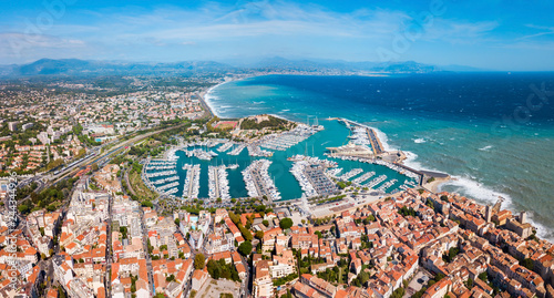 Spoed Fotobehang Europese Plekken Antibes aerial panoramic view, France