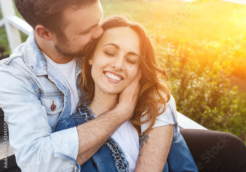 Photo  Young couple hugging in nature