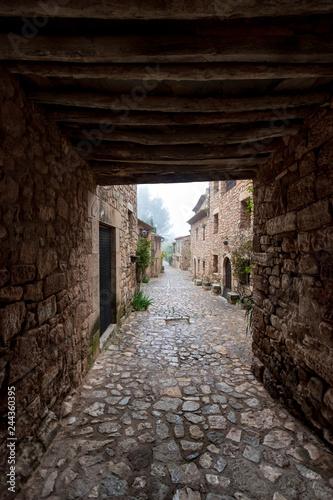 Fotografie, Obraz  Aldea medieval de Ciurana o Siurana de Tarragona una fría mañana de invierno