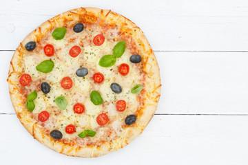Pizza Margherita z góry na desce Kopiowanie miejsca Copyspace