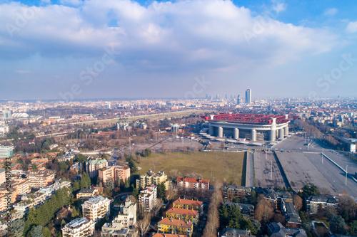 Plakat Widok z lotu ptaka na Mediolan (Włochy) z stadionu piłkarskiego Meazza, powszechnie znany jako San Siro.