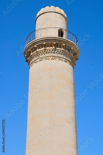 Fototapeta A minaret of a 12th century mosque in Old City of Baku, Azerbaijan