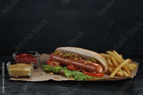 Carta da parati Hotdog and french fries on crayfish paper