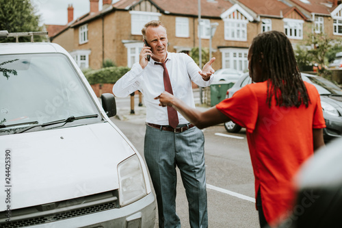 Photo People arguing after a car accident