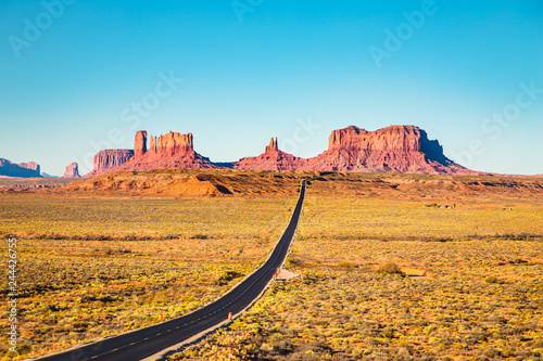 Spoed Foto op Canvas Verenigde Staten Highway in Monument Valley at sunset, USA