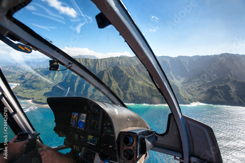 Fotobehang Helicopter View of the Na Pali Coast from Helicopter Cockpit